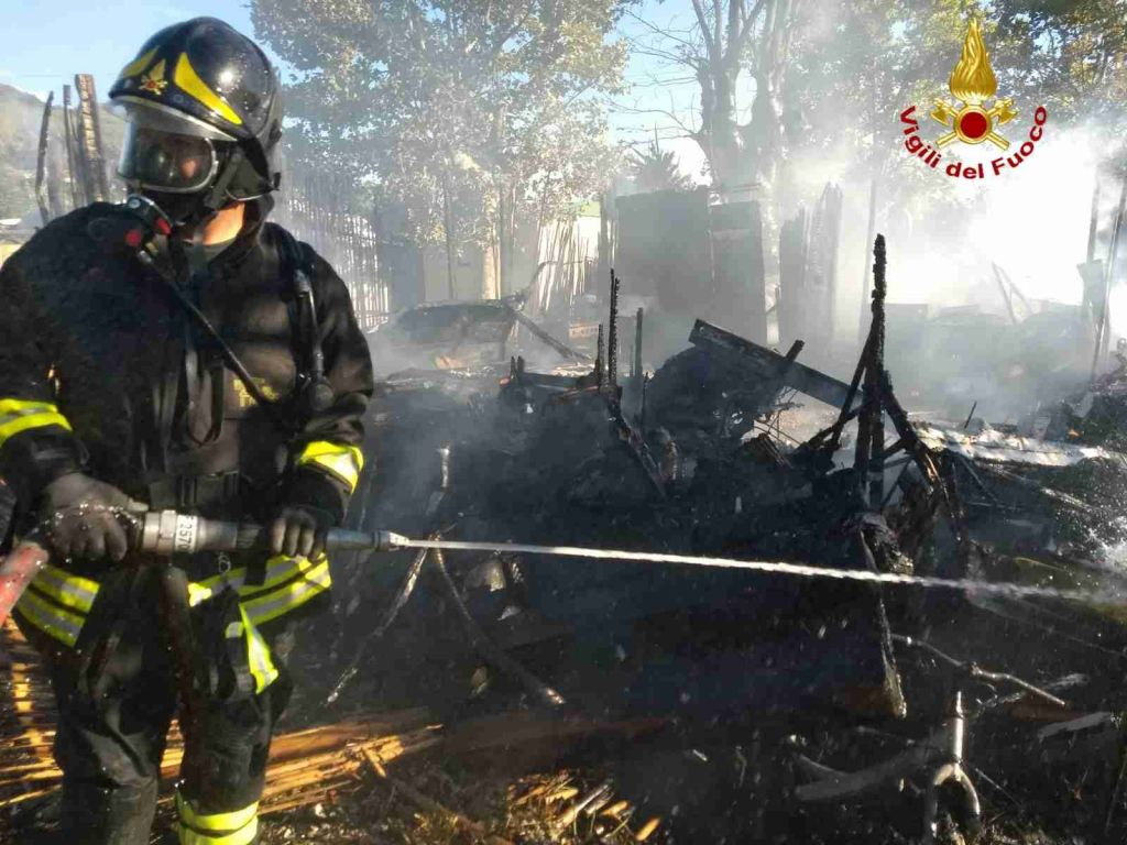 incendio roulotte a Portoferraio