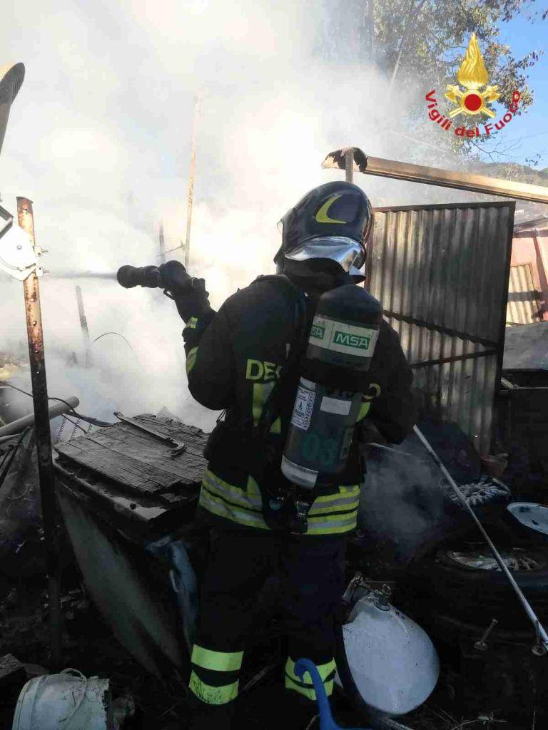 incendio roulotte a Portoferraio (2)