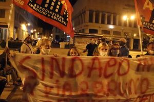 Protesta notturna dei residenti di via Giordano Bruno