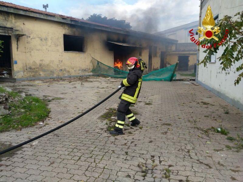 Incendio a Torretta nell'ex deposito ferroviario