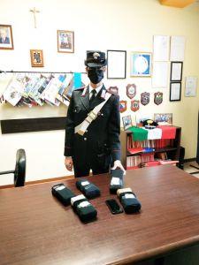 Nasconde 2,7 chili di eroina nel cruscotto della Mercedes, arrestato dai carabinieri