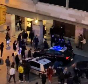 aggressione a municipale e carabinieri piazza attias