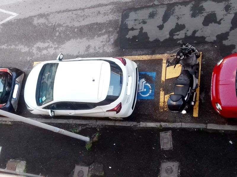 disabili parcheggio scooter