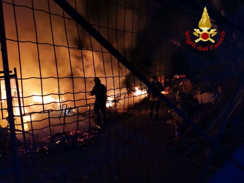 incendio stagno viadotto a12