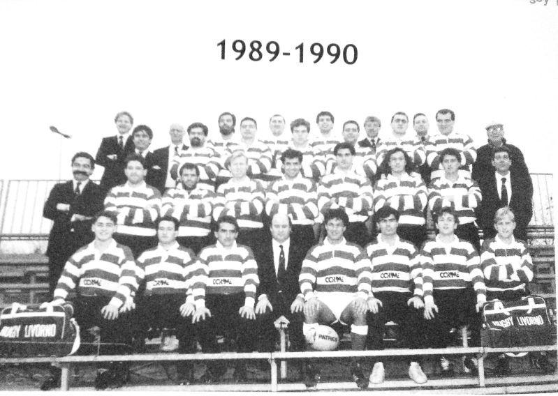 La squadra del Corime RugbY Livorno 198990 con al centro il presidente Massimo Fraddanni