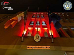 comando provinciale carabinieri sede illuminata di arancione