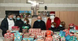 Consegnati a Don Luciano pacchi regalo donati dai bimbi per i loro coetanei che vivono situazioni difficili