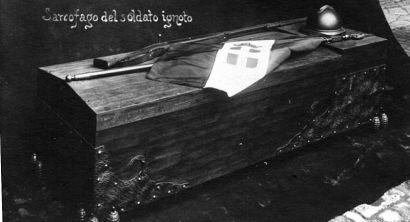 800px-Sarcofago_del_soldato_ignoto