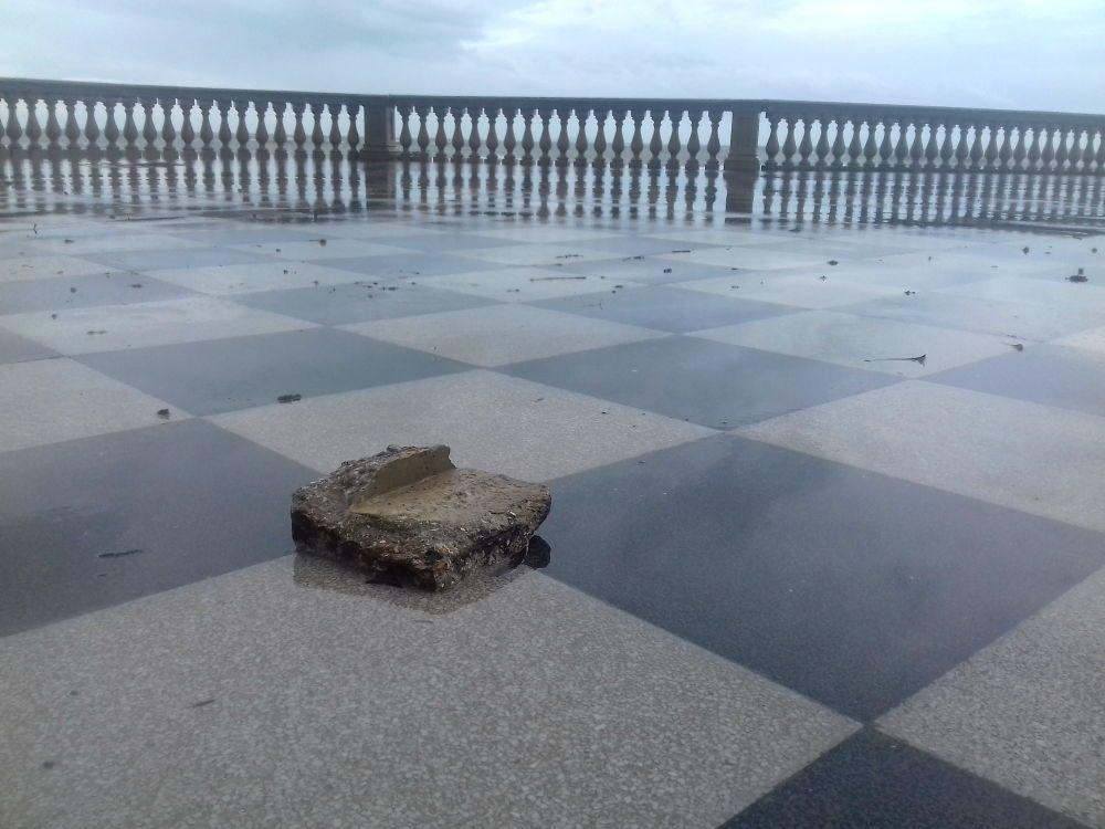 Mareggiata danni alla Terrazza, pavimentazione divelta
