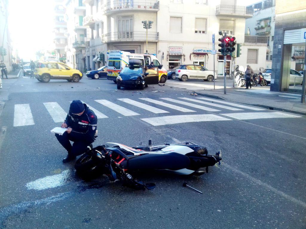 Scontro auto moto in via Marradi