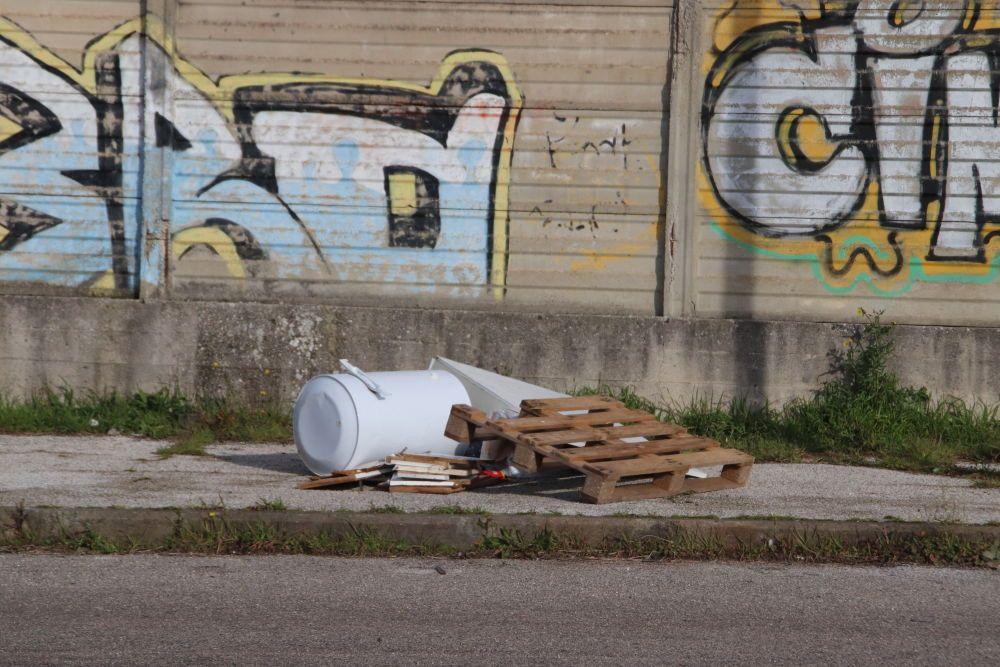altri rifiuti abbandonati
