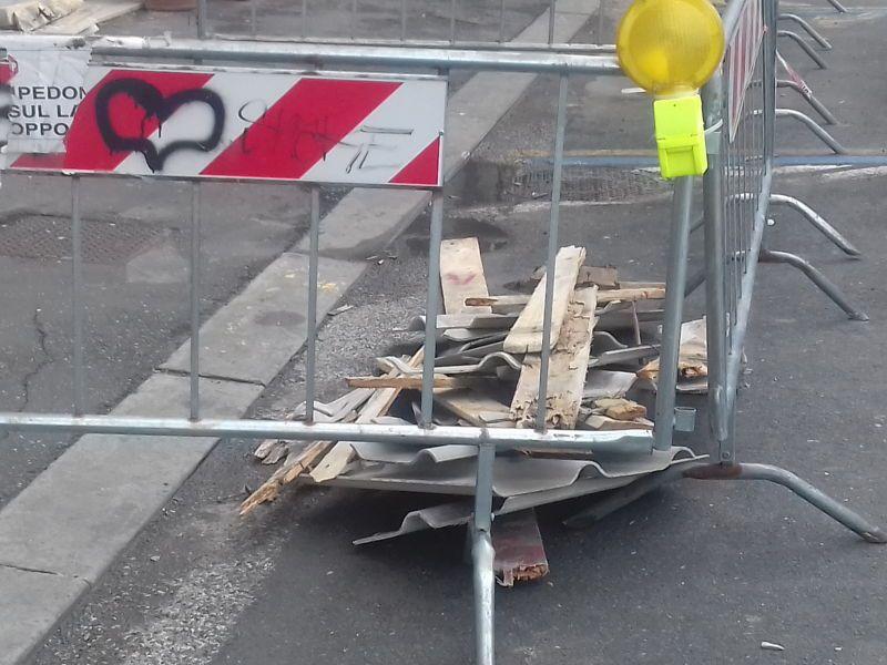 maltempo viale italia caduta cornicione vigili del fuoco