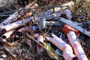 Discarica a cielo aperto negli Orti Urbani, la denuncia del comitato che organizzerà giornate di pulizia