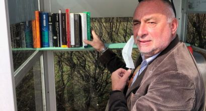 """La cabina del telefono diventa una biblioteca con """"Telefonami un libro"""" (2)"""