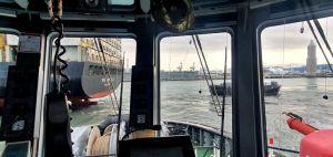 Nave portacontainer si incaglia all'imboccatura del porto