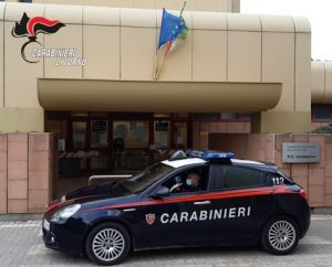 Operatrice socio sanitaria ruba ai malati in ospedale. Scoperta dai carabinieri e interdetta.