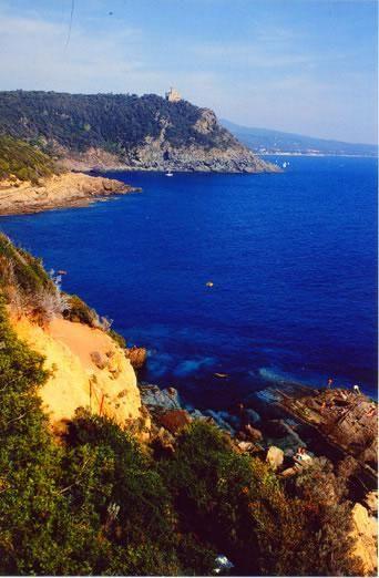 Valorizzazione della costa di Calafuria. Pista ciclabile e pedonale e connessione con la Ciclovia tirrenica