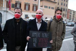 8 marzo: flash mob di Sindaco, Questore, Assessori e Consiglieri contro la violenza sulle donne