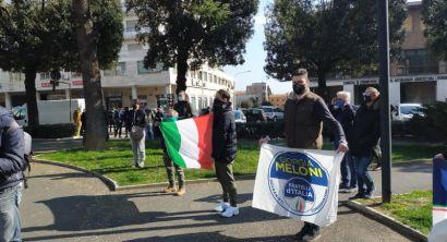 Cecina zona rossa, flash mob di Fratelli d'Italia (4)