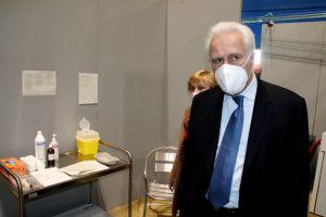Eugenio Giani al primo giorno di apertura dell'l'Hub vaccinazioni di Livorno al Pala Modigliani