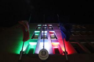 Illuminazione Tricolore sulla caserma dei carabinieri per i 160 anni di Unità Nazionale