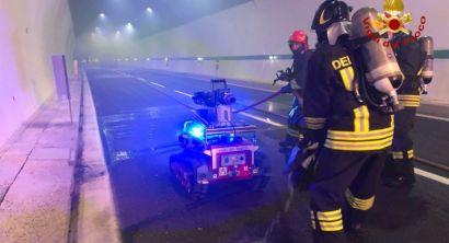 Incendio nella galleria di Rimazzano sull'A12, l'esercitazione dei vigili del fuoco (Foto) (2)