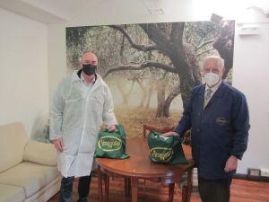 125 anni Aromolio, Salvetti visita l'azienda. Donate mille confezioni di olio per beneficienza e offerta la ristrutturazione di una statua in Villa Fabbricotti