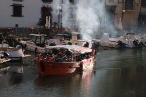 Protesta in barca lungo i fossi, nella ella giornata mondiale del teatro