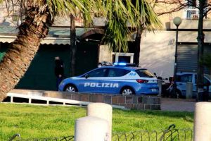 auto polizia piazza Garibaldi 113