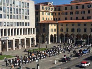#salviamoleimprese, il terziario mobilitato in piazza Grande. Le 10 richieste