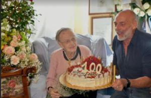 100 anni di Anna Marcacci, Paolo Brosio tanto affetto per il compleanno di mia mamma siete fantastici