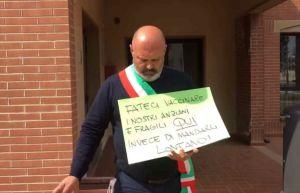 Cecina: slitta l'apertura del centro vaccinale, la protesta del sindaco Samuele Lippi