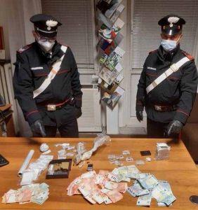 Coppia fermata ad un controllo aveva mezzo chilo di droga e 1240 euro