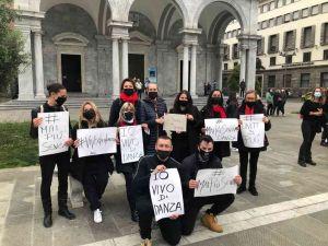 Danza, #maipiusenza le foto del flash mob in piazza Grande