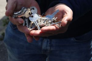 Torre della Cigna restituita alla proprietà, gli occupanti consegnano le chiavi