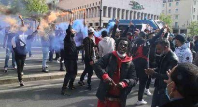Tunusino affogato, la protesta da piazza della Repubblica al Comune (18)