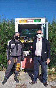 Dopo i furti tornano i libri nella cabina del telefono