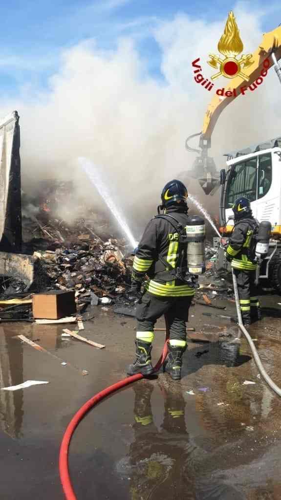 Incendio alla stazione ecologica del Picchianti