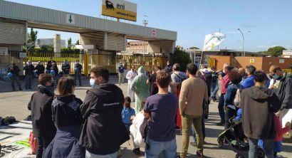 Presidio alla raffineria Eni di Stagno, l'intervento di Potere al Popolo (4)