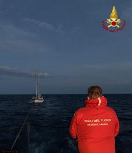 recupero barca a vela vigili del fuoco