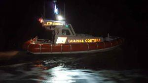 Elba Malore a bordo di un catamarano, interviene la Guardia Costiera