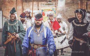 Il medioevo torna nel quartiere della Venezia, con la rievocazione storica della White Company