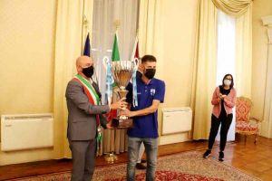 Il sindaco Salvetti premia con Coppa e pergamena la Pielle
