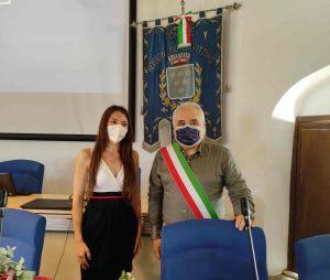 La neolaureata Arianna Chiappi assieme al sindaco Daniele Donati