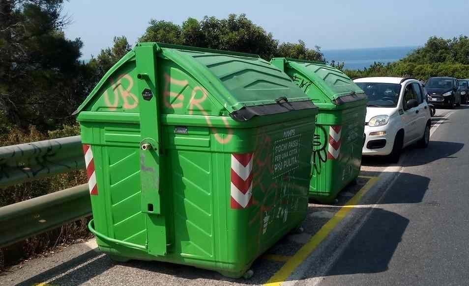 cassonetti dei rifiuti sul romito