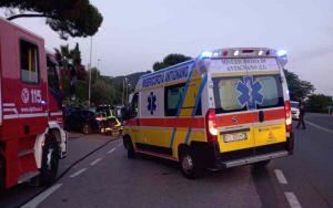 Via Mondolfi, auto con 5 ventenni a bordo sfonda il guardrail e finisce nella strada accanto