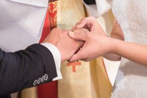 matrimonio sposi anello