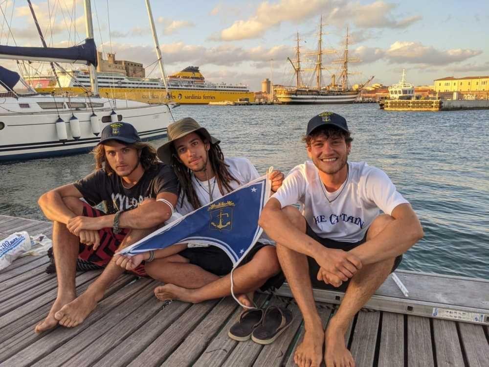 A vela da Genova a Trieste, la tappa livornese di tre giovani istruttori