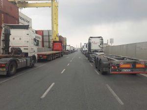 cna-protesta-camionisti-code-in-porto