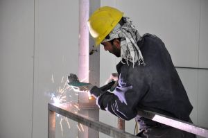 lavoratore saldatore caldo